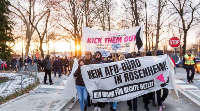 Entschlossene Demonstration gegen AfD-Büro